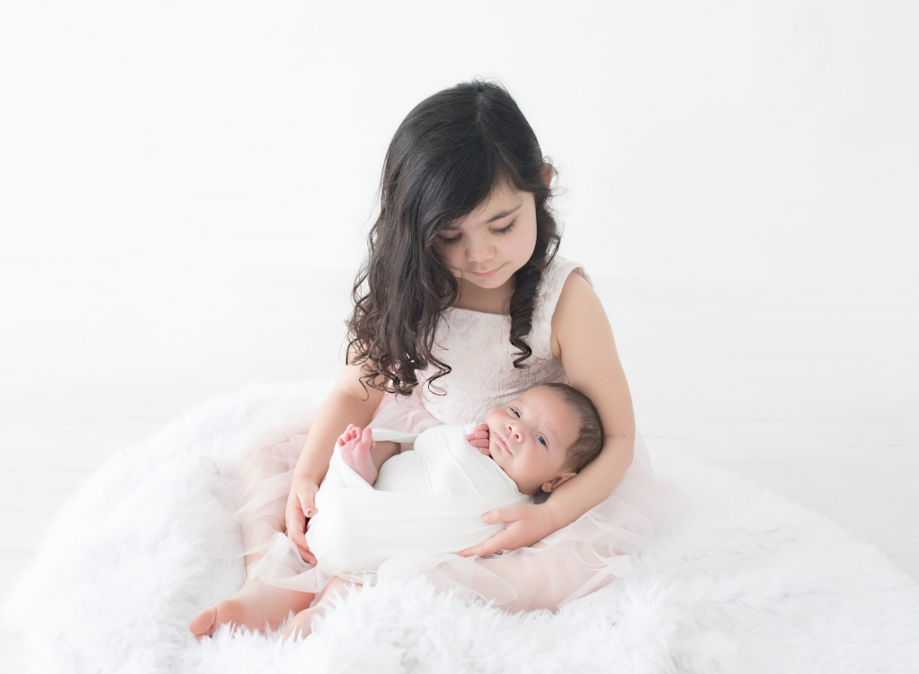 Infant and big sister in photo session by TGP